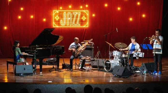 musicisti sul palco di un concerto jazz