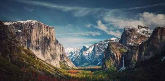 Foto di montagna con prati e valli