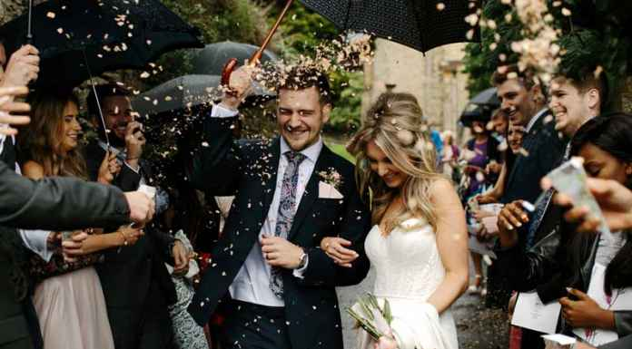 festa di matrimonio con gli sposi