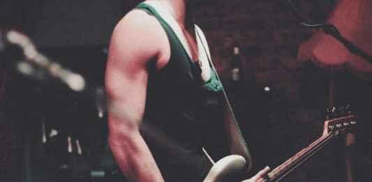 chitarrista musica rock