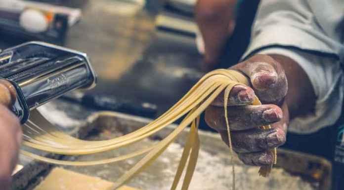 Ricette regionali per la preparazione di fettuccine di pasta