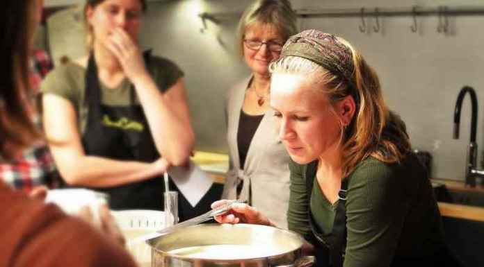 Donne ad un corso di cucina