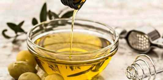 Scodella con olio extravergine di oliva
