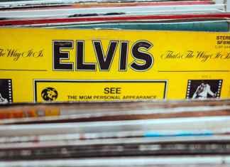 Memorabilia musicali con album di Elvis Presley