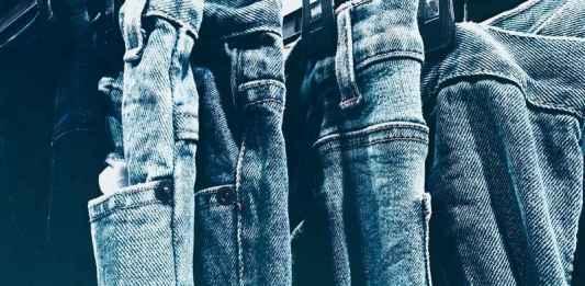 85b7ea3ed9ce Quali jeans uomo donna vanno di moda e quali comprare? Dove vedere i  migliori modelli strappati, a vita alta e zampa firmati di tendenza che  vestono meglio.