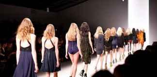 showgirls e modelle in passerella