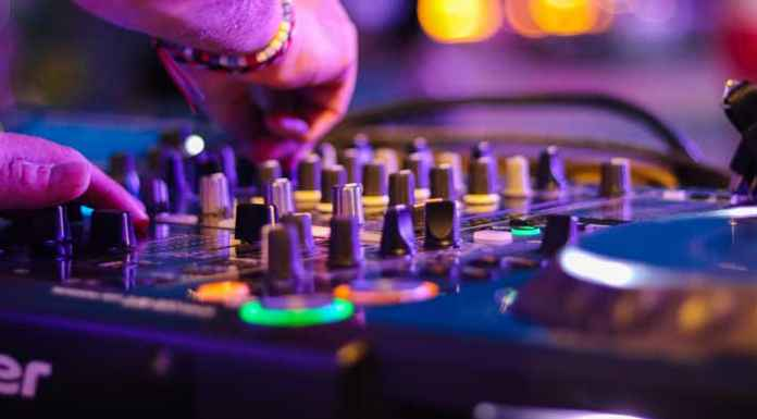 Console di musica elettronica
