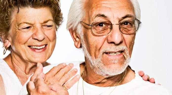 Coppia di anziani nonni