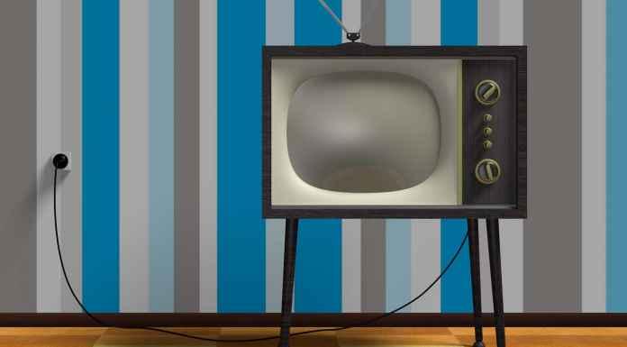 vecchia tv in bianco e nero