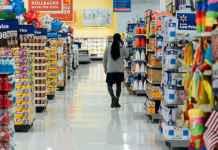 Scaffali di un supermercato